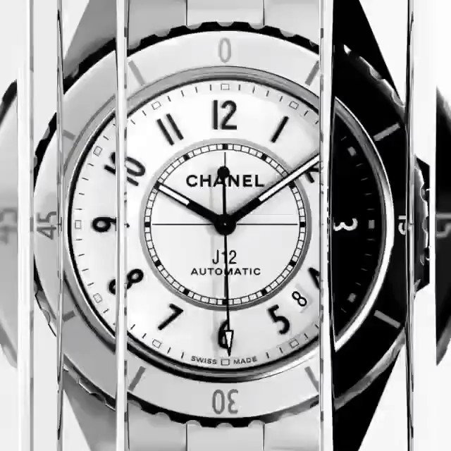 Loving @CHANEL ❤ J12 PARADOXE The J12 breaks its monochromatic codes and combines its 2 signature colors in a transgressive creation.   Discover the J12 PARADOXE watch @CHANEL - Link in bio ❤💕💙💜  #J12Paradoxe #CHANELWatches #ItsAllAboutSeconds