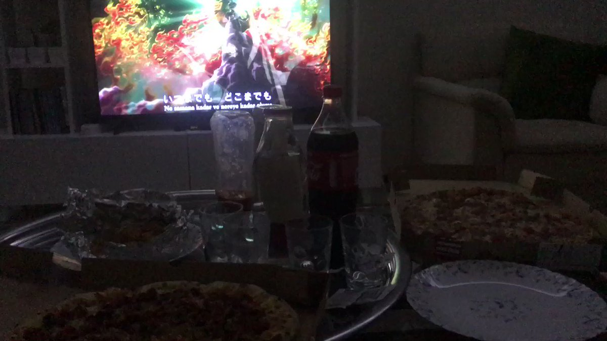 Pizza, boyfriend and HXH, Who said a perfect date doesn't exist? You're wrong, Covid-san. ❤️✨