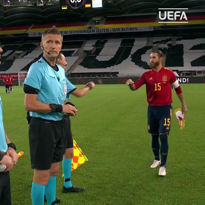 "🗣️ ""Antonio!""   Club teammates, international opponents 🤗  @SergioRamos 🤝 @ToniKroos   #NationsLeague https://t.co/rpeVB2locw"