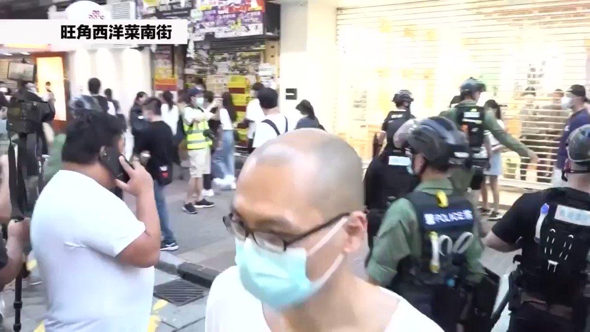 【9月6日 #香港】パステル買いの途中で押し倒し逮捕された12歳の女の子が逮捕された時の動画です。(映像元:RTHK)