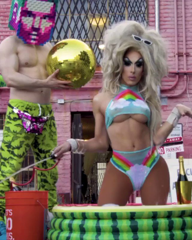 Hallo! Join me for a Instagram Live chatting with @Alaska5000 today at 5p PST! Here BOOM: instagram.com/flula  #PoolParty #DanceRising @Spotify @IvanAndPeter