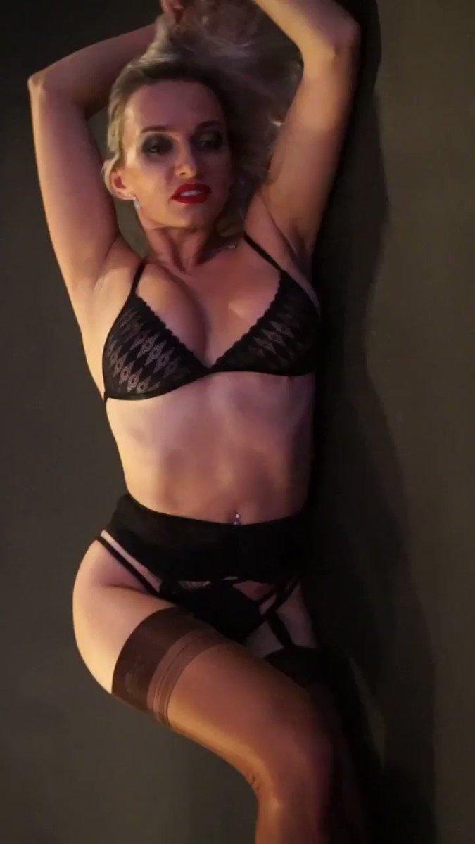 Model - KateVixxen boobs