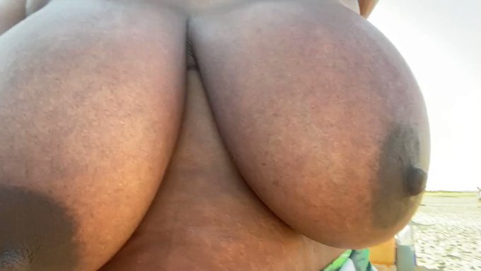 Good Morning from my titties ☀️☀️ https://t.co/MvAwnaTe0w