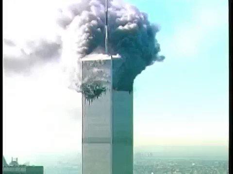 #NumDiaComoHoje mas em 2001, eram derrubadas as Torres Gêmeas em Nova Iorque. O ataque foi assumido por Osama Bin Laden, líder da Al-Qaeda, em 2004. ©NYPD #WTC19 #11deSetembro   Onde você estava no momento deste fato? Difícil não se lembrar. https://t.co/aJ3aLOhWCZ