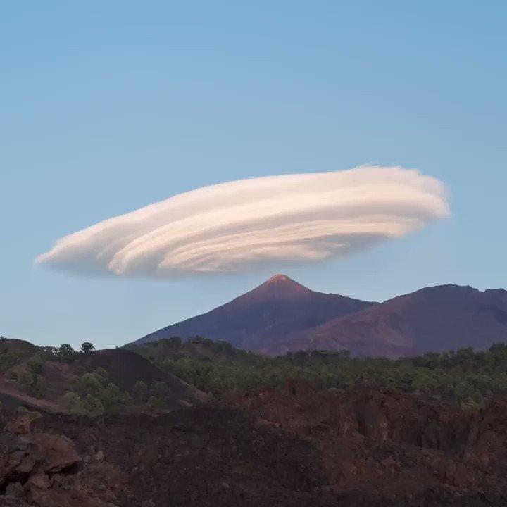 🌋#TalDíaComoHoy de 1954 se declaraba el #ParqueNacional del #Teide, con el fin de proteger un paisaje de impresionante belleza, geología, flora y fauna 😍 🎉Feliz 67 Aniversario❣️