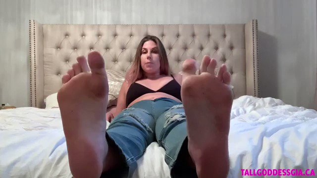 Let me describe to you my perfect foot slave. Listen to how I want you to spoil my perfect size 13 feet and how I want them to be cleaned, massaged and spoiled -@tallgoddessgia ow.ly/ZJsK50Bghqp