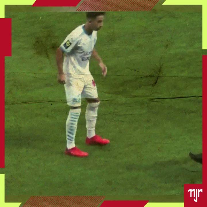 Marque @ aquele seu amigo que precisa ver esse vídeo 🙃 #NeymarSkills  Tag @ your friend who needs to see this video 🙃 #NeymarSkills  #Neymar #NeymarJr #NJr #Football #Futebol #PSG #ParisSaintGermain #NeymarFans #Brasil #Drible https://t.co/19NDEebMtp