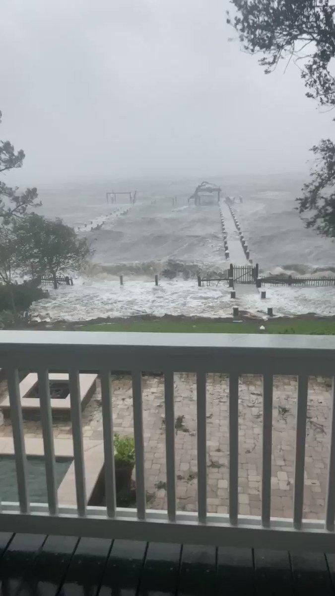 @cnnbrk Gulf breeze Florida https://t.co/T8VUtRathI