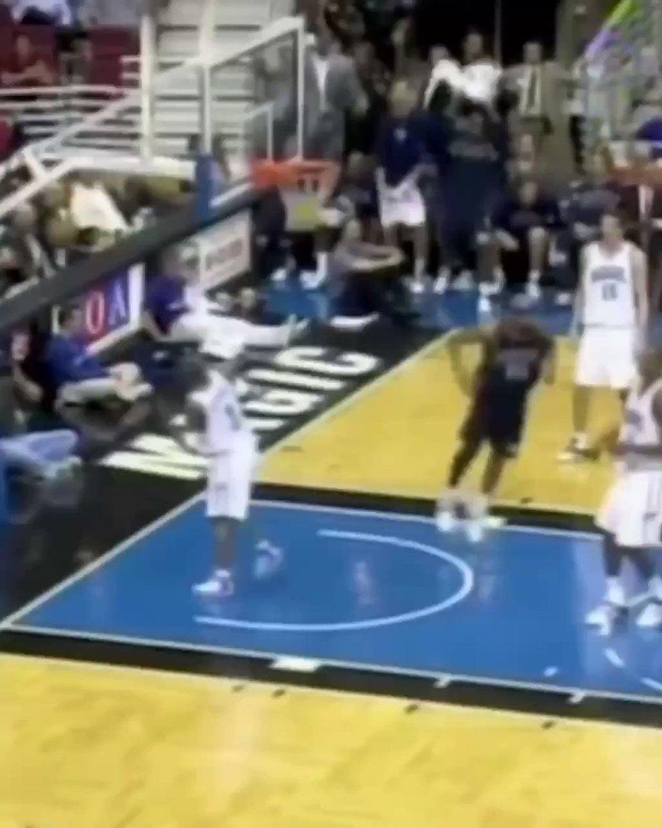 Vince Carter dunks from his NJ Nets days. 🍿 (H/t: vintagevinsanity IG)