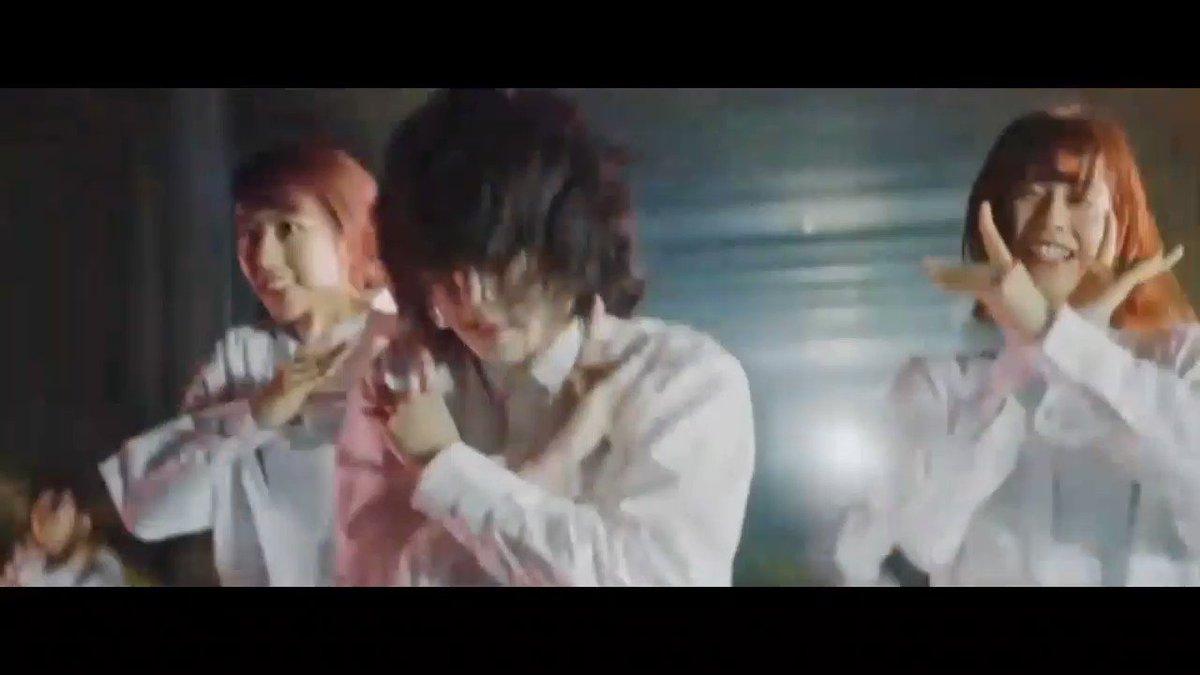 アイドルも載せよう。欅坂46のPVはすべてが魅力的だけど、「アンビバレント」の「及び腰~」の平手友梨奈のこの動きが一番好き。みんな同じことやってるのにやっぱり彼女の表現が圧倒的にカッコいいんだよなあ。