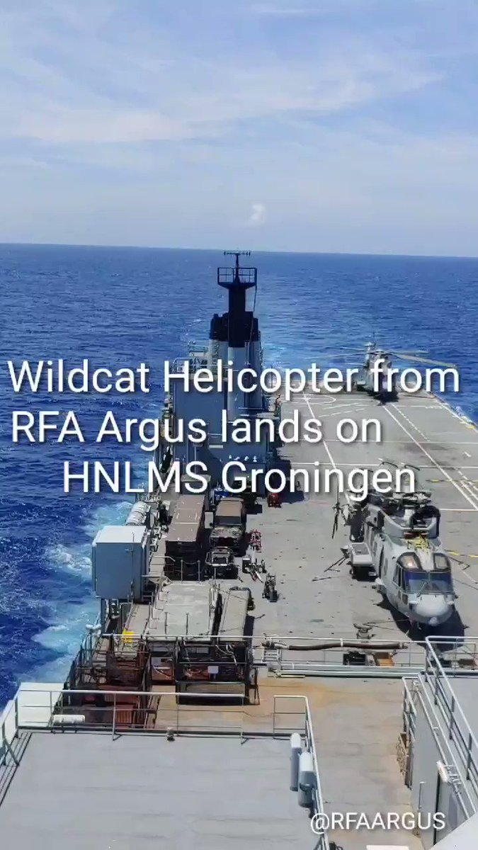 203Flt Wildcat helicopter on joint operations with @kon_marine HNLMS Groningen - an important return to flying for our Dutch friends. More detail here ow.ly/CyGU50BsvvZ @RNASYeovilton @815NAS @UKinCaribbean @UKDefenceNL #Caribbean