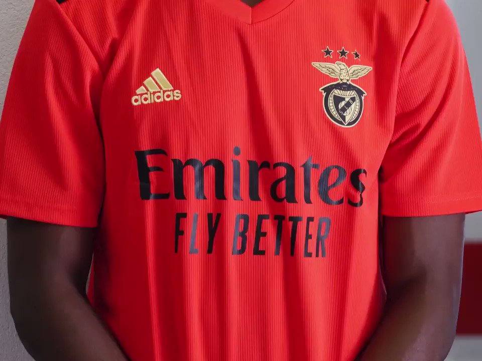 Kicking off the new season in style in the new Fly Better shirts! Wishing all our clubs good luck for the season ahead!  #FlyEmiratesFlyBetter @RealMadrid @Arsenal @ACMilan @SLBenfica @OL https://t.co/YOm5yo7TIn