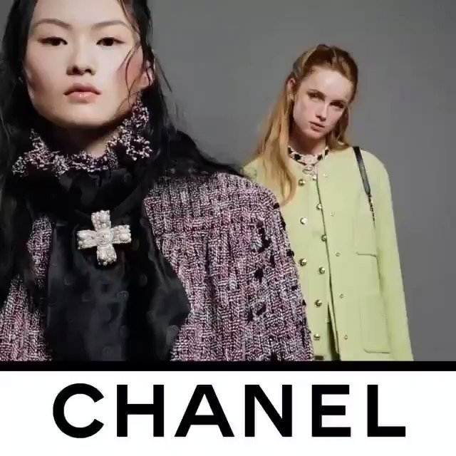 Loving @CHANEL ❤ The video recorded by Guillaume Delaperriere shows models He Cong and Rianne Von Rompaey modeling THE CHANEL suit that is revisited with pure lines drawing a sleek silhouette. See the CHANEL Fall-Winter 2020/21 Ready-to-Wear collection @CHANEL.❤💕💙💙 https://t.co/6esXxSbz1W