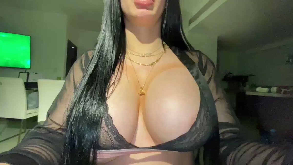 Could you concentrate on anything else if these tits were in your face? @babiisammy1