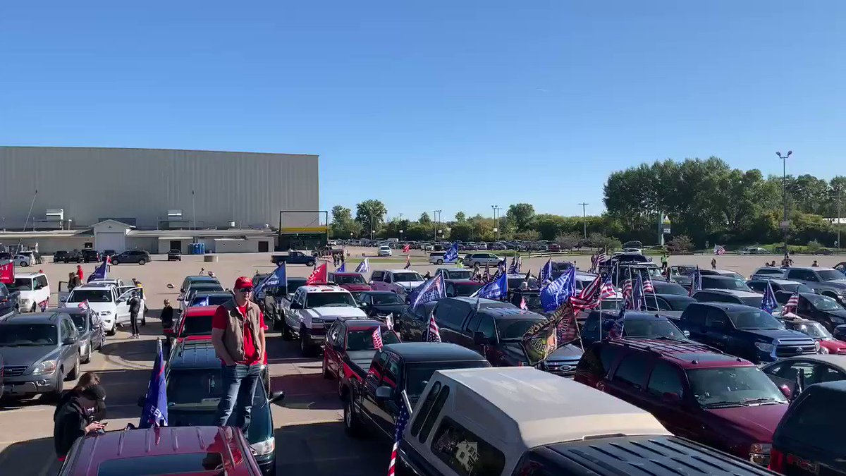 WOW! Huge amount of cars preparing for today's Trump Car Parade in Grand Rapids, Michigan 🇺🇸 🚘 #MAGA  https://t.co/0eEcjhvTGt