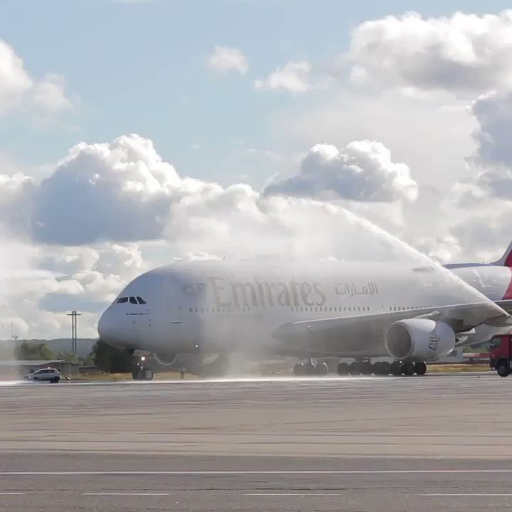 Watch our flagship @Airbus A380 say 'Privyet' to Russia. ✈️👋🇷🇺   The Emirates A380's much-awaited return to Moscow Domodedovo Airport is a result of strong passenger demand and will offer customers more travel options.   @DXB #FlyEmiratesFlyBetter  Video credit: Artem Kashirin https://t.co/ZNxT1K1Wwk