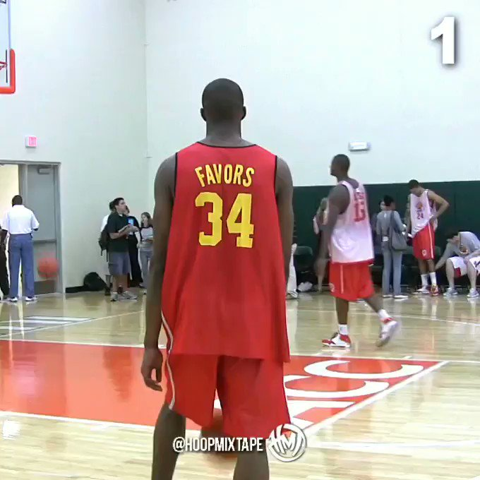 Which @dfavors14 dunk is most impressive?   (Filmed at @McDAAG) https://t.co/f1gCIOj6dF