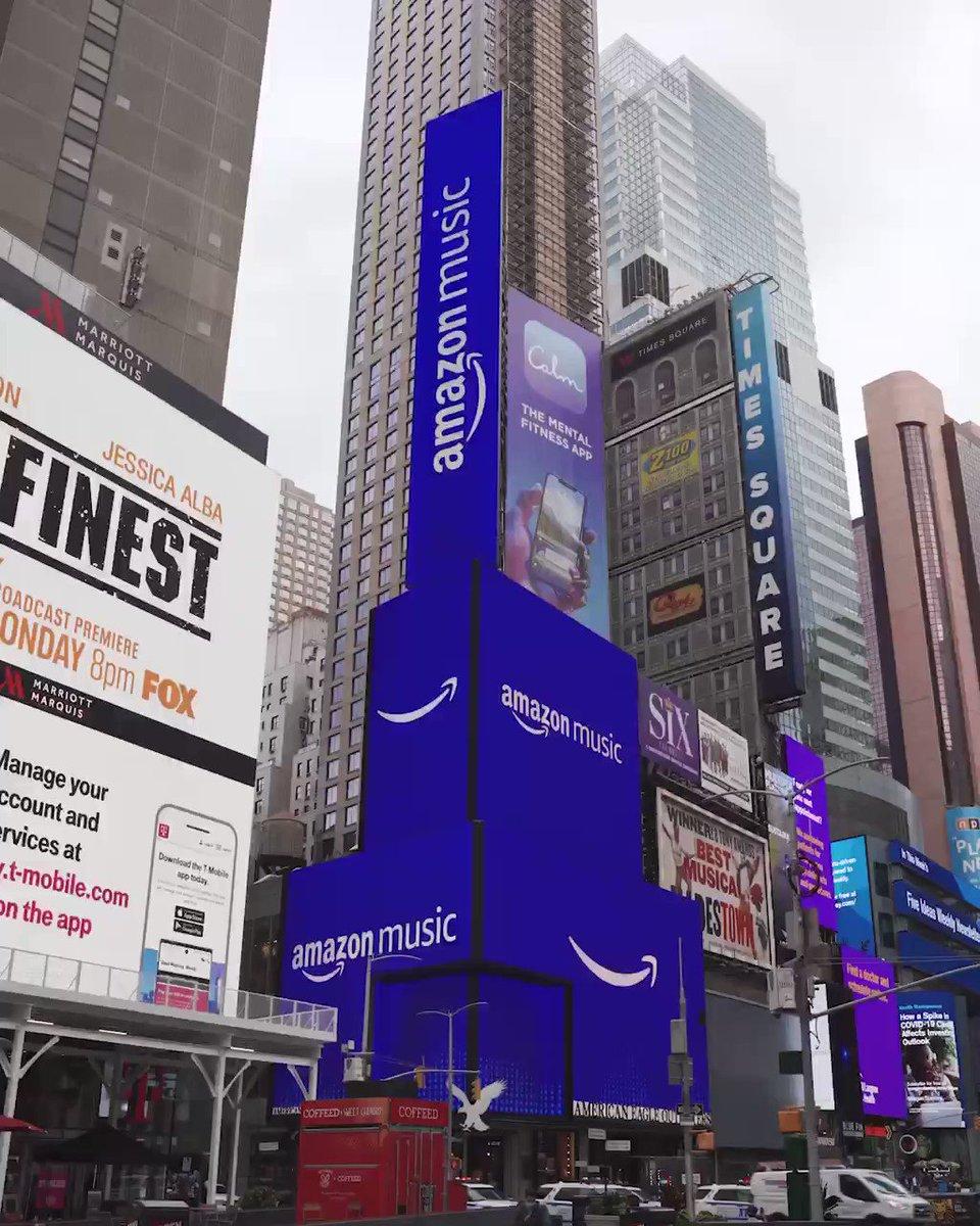 現在PerfumeはAmazon Musicとグローバルキャンペーンを実施中!21日から全国OAの「Time Warp」起用のAmazon Music HDのTVCMに先駆け、NY・渋谷・道頓堀でビルボード広告展開中!そしてNYの映像がこちら!ニューヨークのAmazon Music街頭広告に登場する日本人アーティストはPerfumeが初!✨#prfm