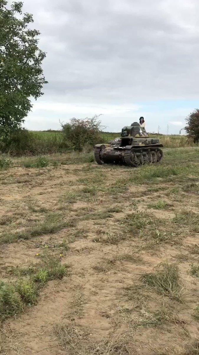 ルノーR35軽戦車✨短砲身装備型ホントに丸くて小さい可愛い戦車です女性が乗っていてリアルガルパン状態🌟^w^