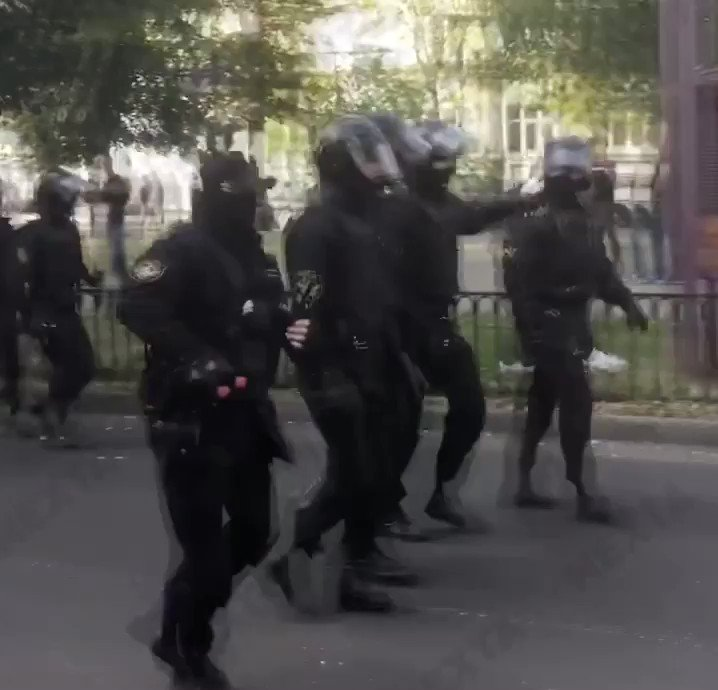 Brest, Belarus. The riot police have started using gas and brutally detaining peaceful protesters. https://t.co/0IruV5OukL