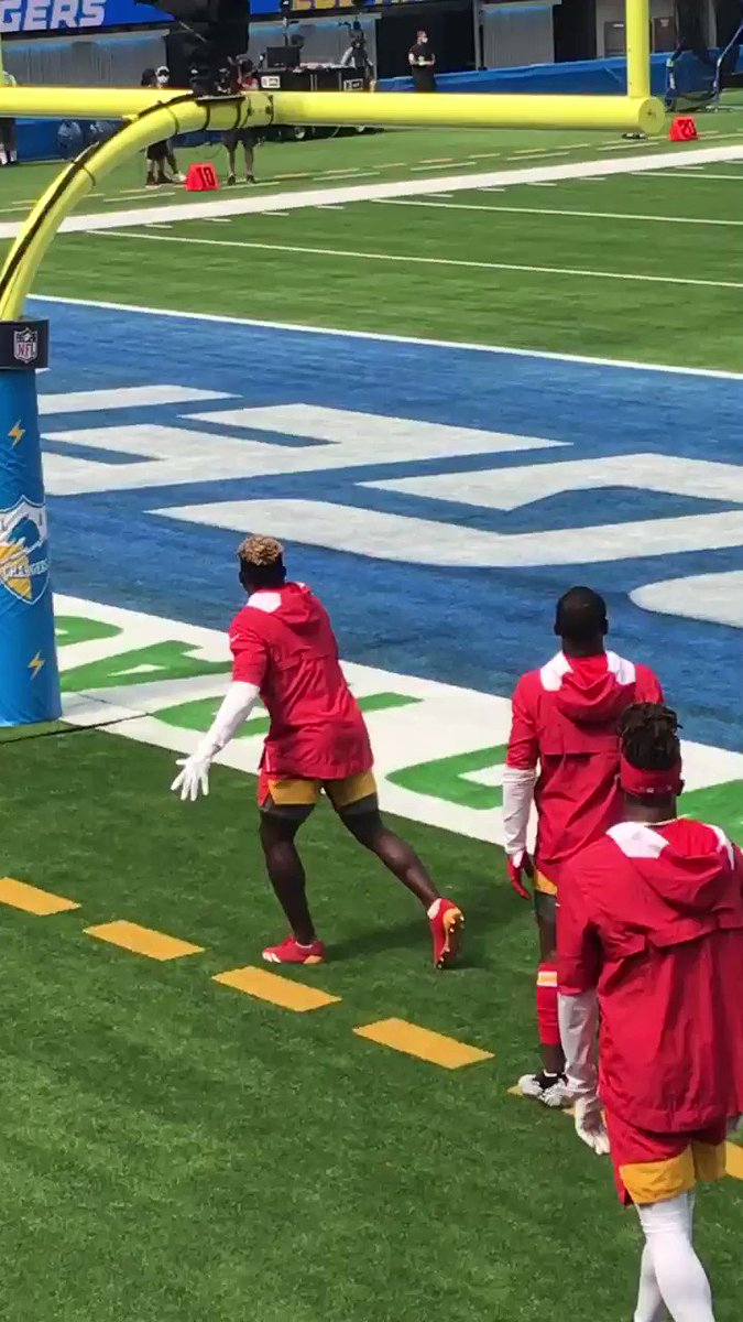 Chiefs receivers going up and getting it