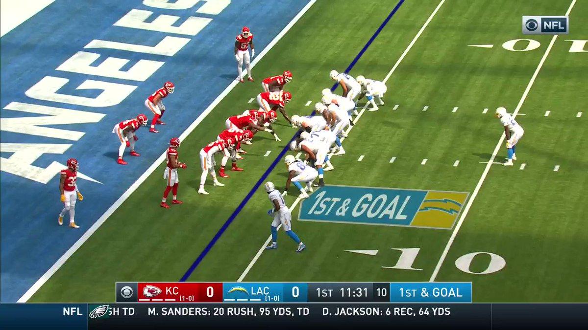 ¡Bienvenido a la NFL, Herbert! 👀 El QB de los Chargers se estrenó en la liga con TD terrestre 🔥🔝🏈 #NFLEspañol #BoltUp