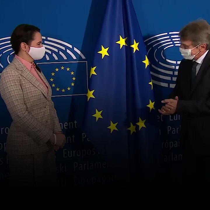 .@EP_President: Щастлив съм да посрещна Светлана Тихановска и да видя, че е в безопасност. Европейският парламент не приема резултатите от изборите и ще продължи да подкрепя народа на Беларус. Единственото надеждно решение е мирното предаване на властта. https://t.co/fvotkp9Kqw