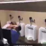 それは可哀想で笑うw。トイレで激しい喧嘩が勃発→使用中のトイレに乱入。