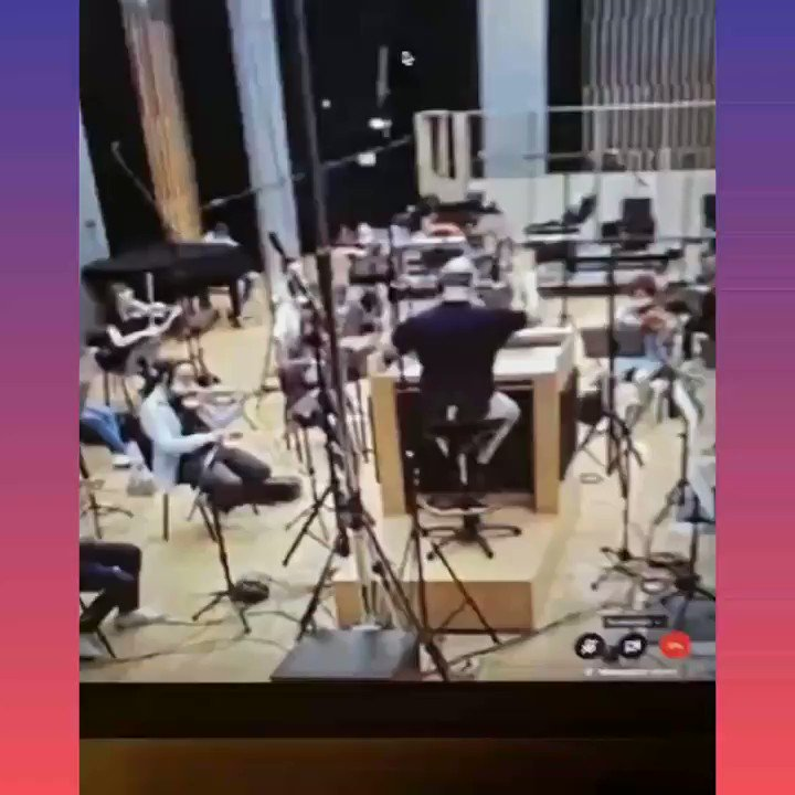 Work going on for #Saina's third song in full-swing! #AmaalMallik shares a glimpse from the recording with Macedonian Symphonic Orchestra. ♥️🎻  @AmaalMallik @manojmuntashir @ParineetiChopra #AmoleGupte #Bollywood #BollywoodNews