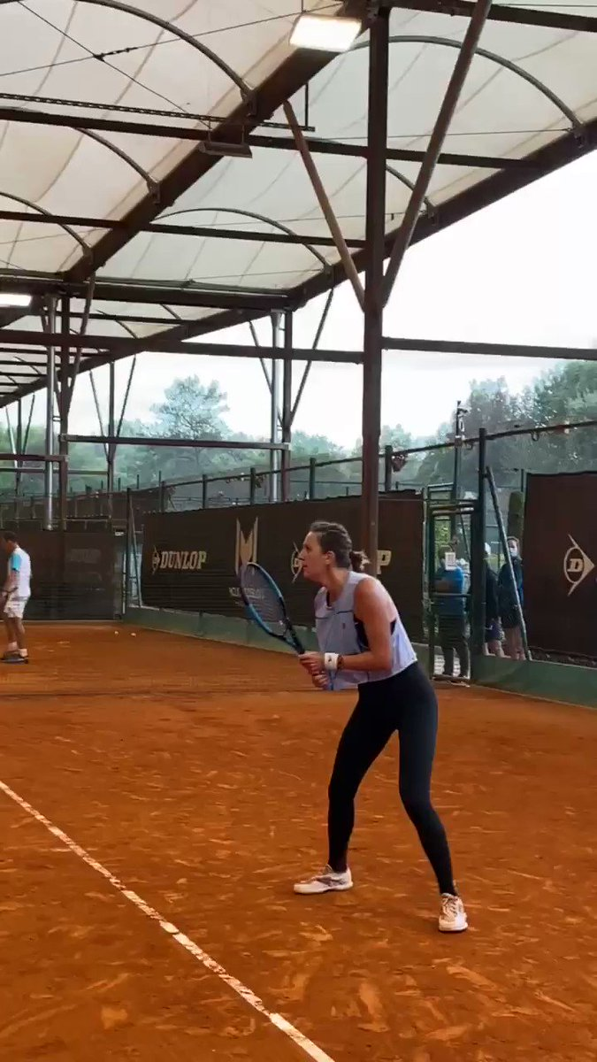"""*Sara Errani voice* """"Why you say vamos?"""" 🤣  @vika7 was fired up at practice this morning! https://t.co/ptz2kuDMw9"""