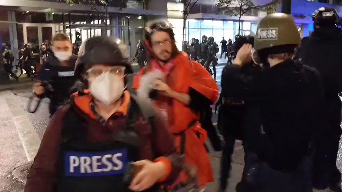 Watch: A rioter at the BLM-antifa Portland riot throws a large Molotov cocktail at @PortlandPolice. #PortlandRiots #antifa https://t.co/mRGCAbFOQe