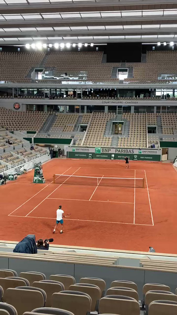 Practising under the roof on #philippechatrier @RafaelNadal @rolandgarros #rg20 https://t.co/r1CdDP2jLA