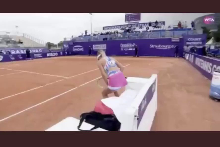 This awkward moment.. 😅🤦🏼♀️ https://t.co/rXTLTgGI64