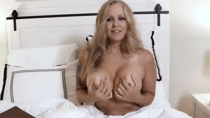 RT if you like my #MILF titties :)   https://t.co/Pbqzd7AGCK 30 fans - $3 today for the next one hour