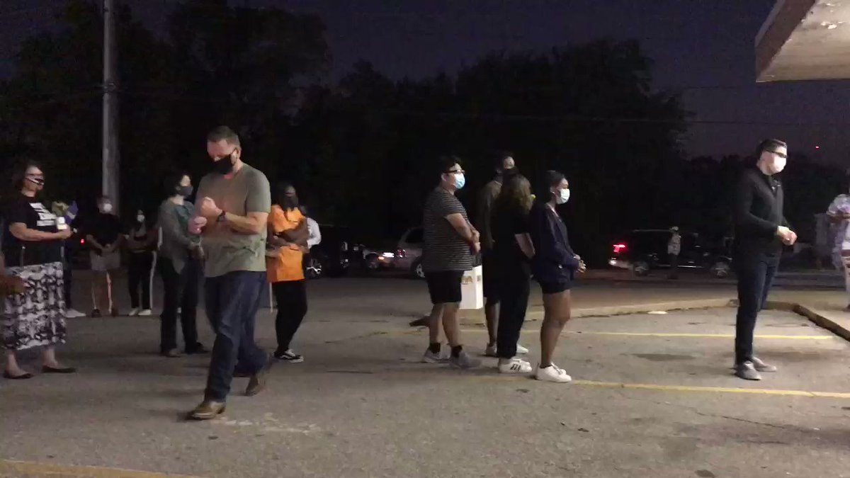 Folks practice social-distancing as they line up for candle at the #breonnataylor vigil in Oklahoma City. https://t.co/NoNAxZVVBT