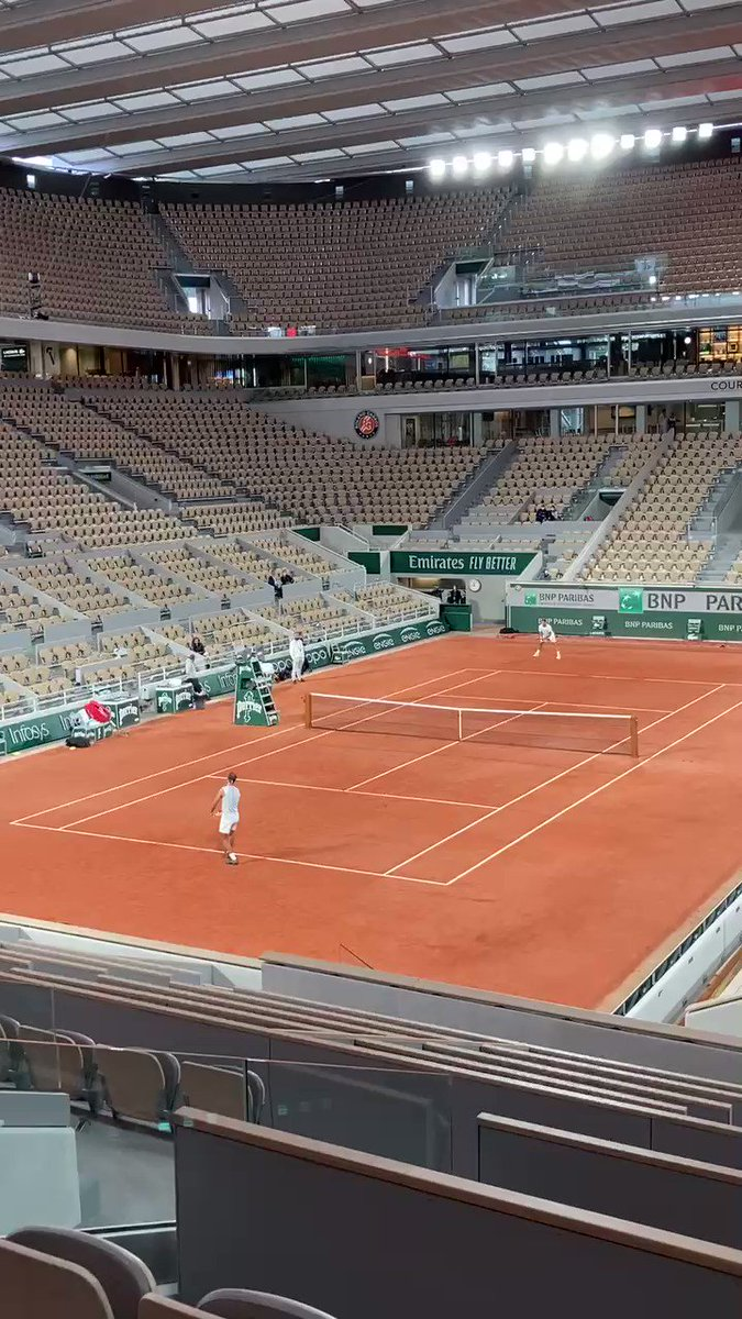 Back under the roof on #philippechatrier preparing for @rolandgarros @RafaelNadal & watch out for the drop shot to end the point! #nadal #rg20 https://t.co/hLI8yfQ1op