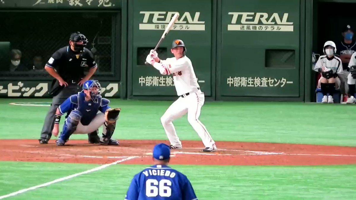坂本タイムリー😄打った本人が諦めかけて、慌てて走り出す🤣#坂本勇人