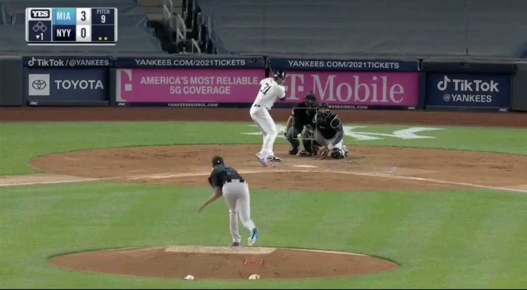 """AARON BOONE JUST WENT NUTS  """"GUYS GOT A GOOD F***ING SINKER BUT THOSE ARE NOT F**ING STRIKES"""" https://t.co/WmJ5VeCFIC"""