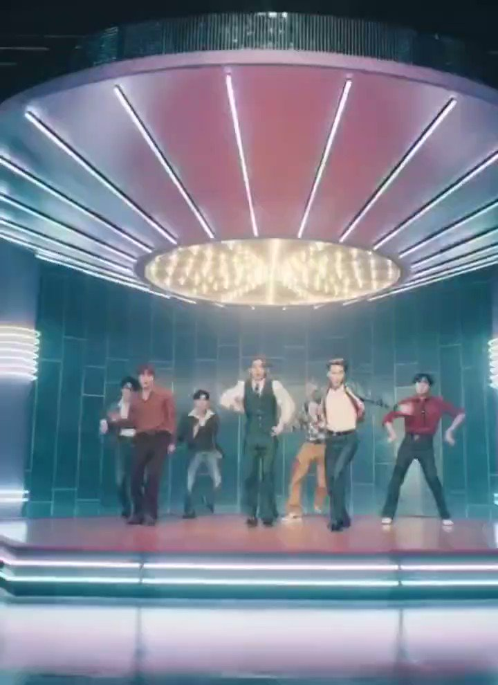 [Vcut] Taehyung from Dynamite Official MV (Choreography ver.)  #Taehyung #BTSV @BTS_twt  https://t.co/EDD77ERpv1