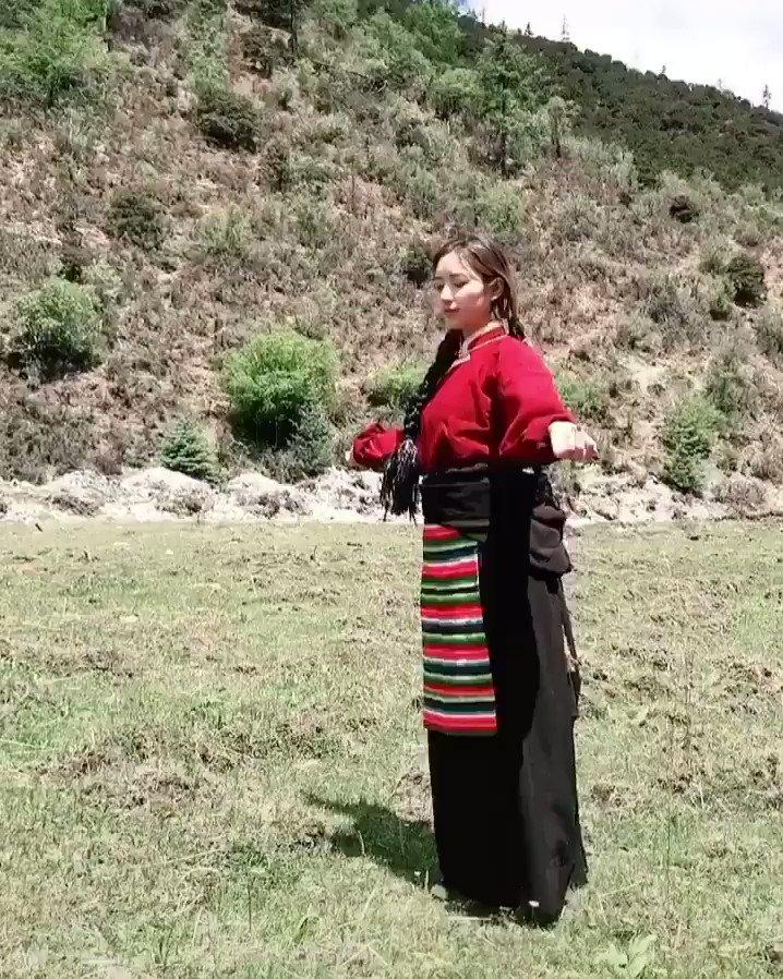 #チベット の踊り。Source: