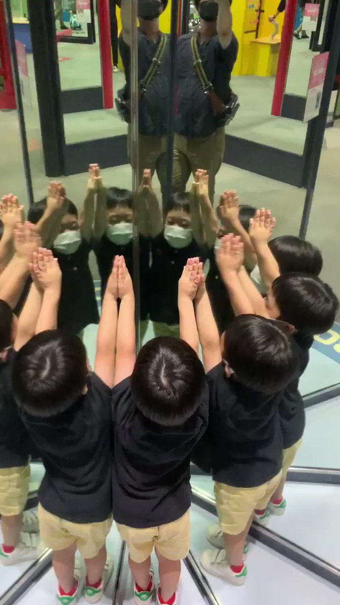 大阪市立科学館なかなかにおもしろー。ムスコ増殖シンクロダンス。