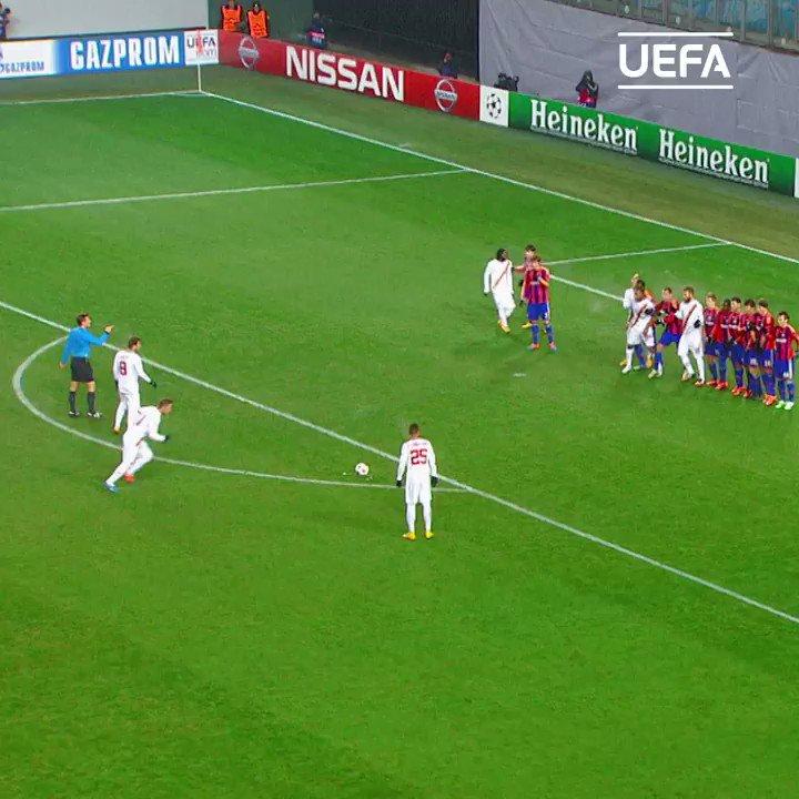 🎂🎈 ¡Hoy es el cumpleaños de una leyenda del fútbol europeo!   ¡Muchas felicidades al gran Francesco @Totti! 💛❤  #UCL | @ASRomaEspanol https://t.co/U3yt7Q9R5K