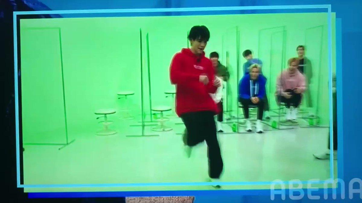 踊ってる…かっこいいやば