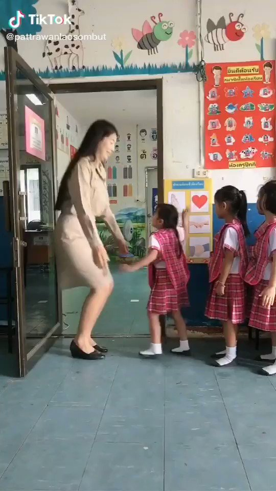 タイ学校での先生とのやり取りが微笑ましい
