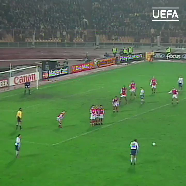 🇺🇦 Shevchenko en el Dínamo de Kiev 🎇  👕 114 partidos ⚽️ 53 goles  #UCL | @jksheva7 https://t.co/PqWoERPhTh