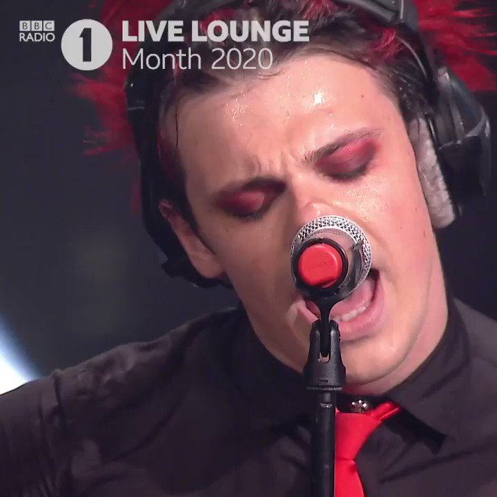 """CARDIGAN x IM WITH YOU ...  covered my favourite girls @taylorswift13 n @AvrilLavigne for the @BBCR1 live lounge! go watch full vid on youtube and run up the coms with """"🖤🖤🖤s"""" show em you're bhc! #yungbludscardigan   https://t.co/x9DKivFhU0 https://t.co/SYlYLhnFxJ"""