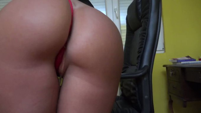 New panties wetting custom clip just uploaded to  ⬇️  https://t.co/xDsHdpGLys .  . https://t.co/Whz3