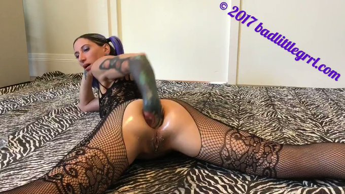 Another vid sold! Messy fisting and peeing - part 2 https://t.co/LVKMLXAF8F #MVSales https://t.co/9e
