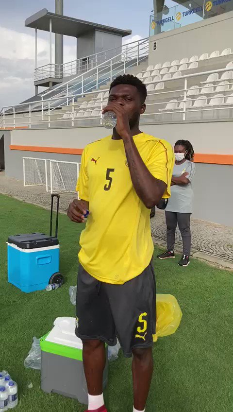 Video: @Thomaspartey22 preparing for training with Ghana today. [@ghanafaofficial]