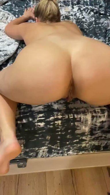 Séance anal sur 👉🏼 https://t.co/usnBS2b5OC https://t.co/Aec5mzrgSD